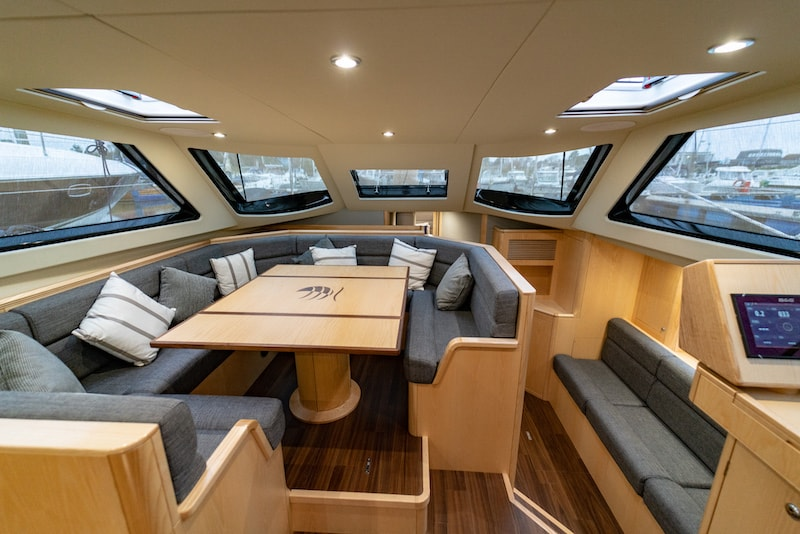 Discovery 54, dinette