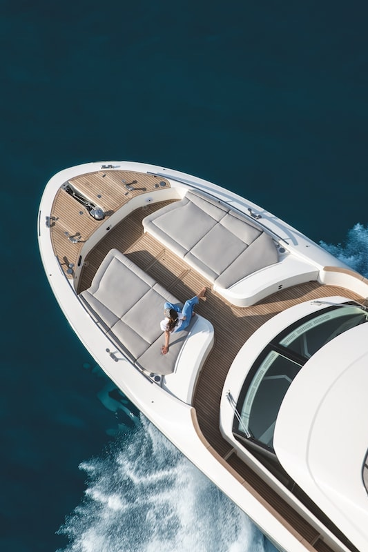 Monte Carlo Yachts MCY 66, proue
