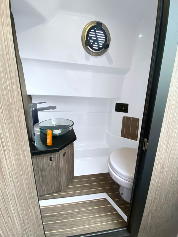 Ranieri Cayman 28.0 Executive toilette