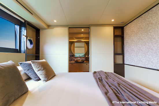 Absolute-60-Fly-cabine vip